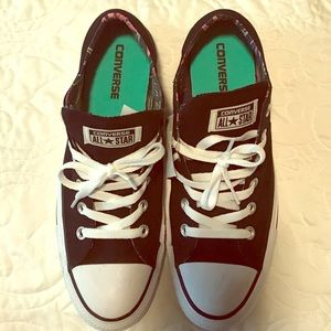 Converse Women Sneakers-Good as New!!!